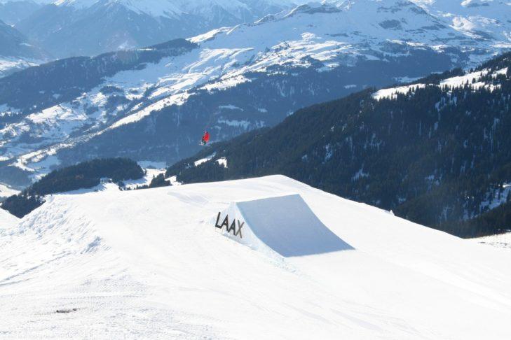 Laax ist eins der größten Skigebiete in der Schweiz.