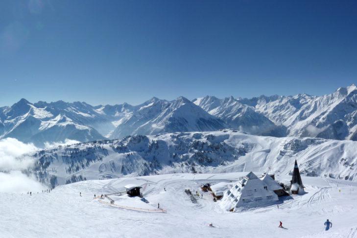 Nichts als schneebedeckte Gipfel im schönen Zillertal.