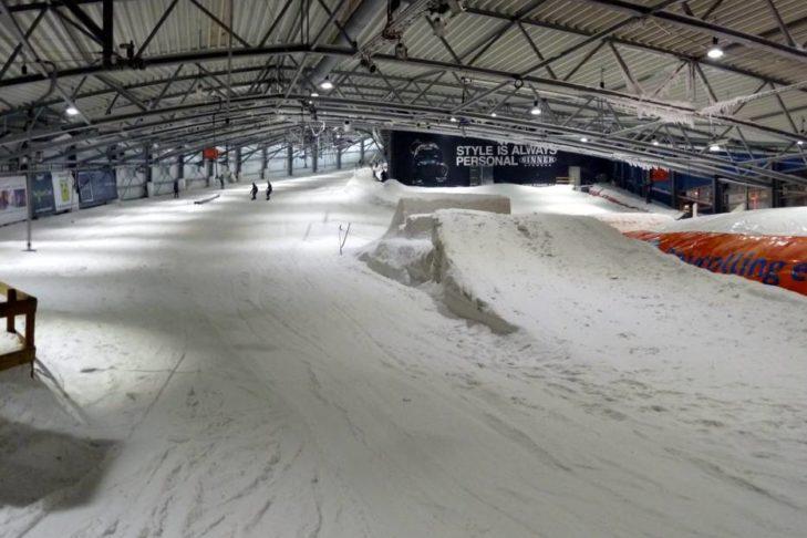 Hauptpiste der Skihalle De Uithof.