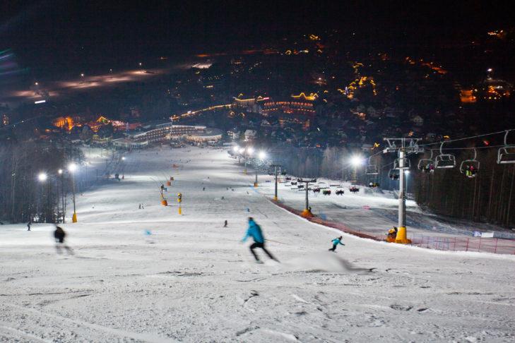 Einige Pisten sind im Skigebiet Kranjska Gora auch zu späterer Stunde noch geöffnet.