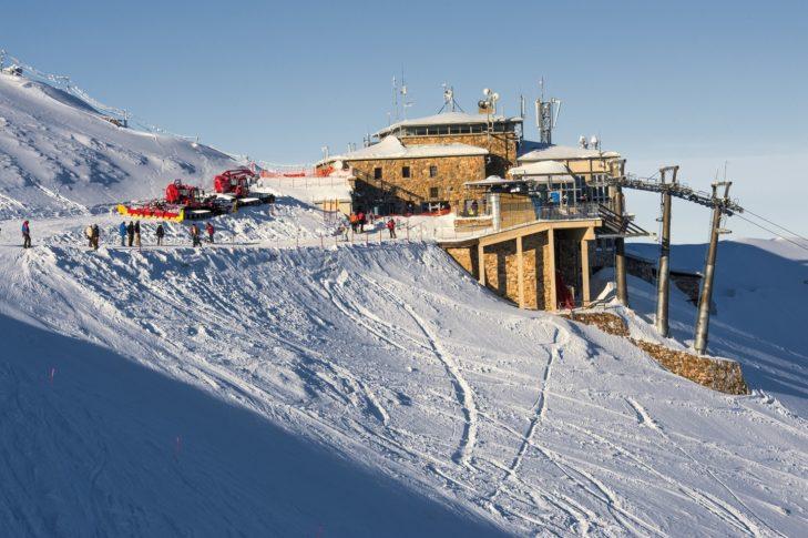 Die Bergstation im Skigebiet Kasprowy Wierch auf etwa 1.960 m.