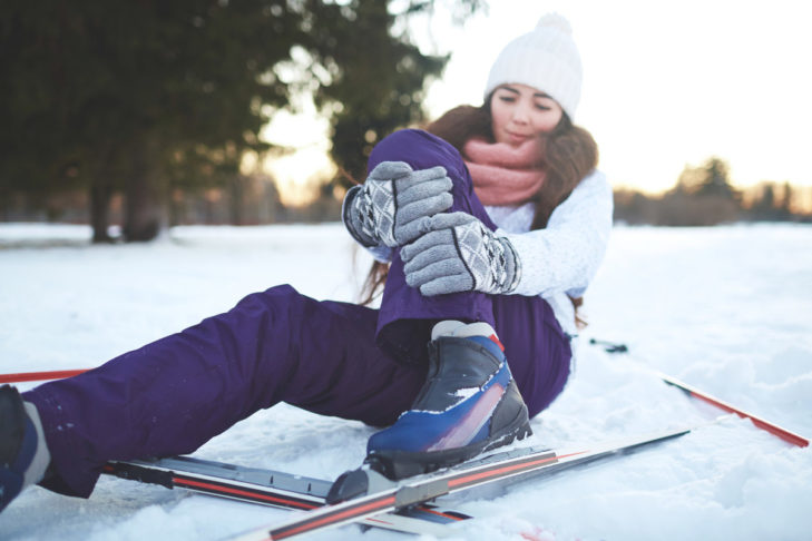Verletzungen im Skiurlaub können einem einen ordentlichen Strich durch die Rechnung machen.