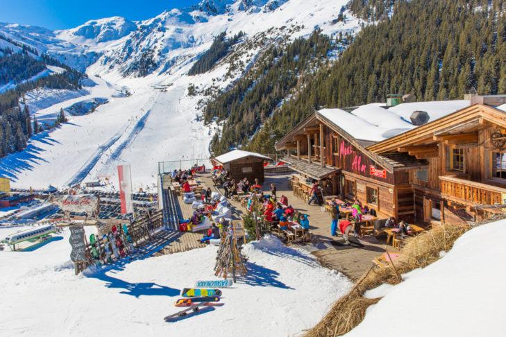 Von der Montana Alm hat meinen einen tollen Blick auf das Skigebiet.