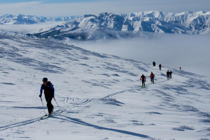 Heliskiing oder Skitouren sind absolut empfehlenswert: Neuseeland ist bekannt für traumhafte Tiefschneeabfahrten.