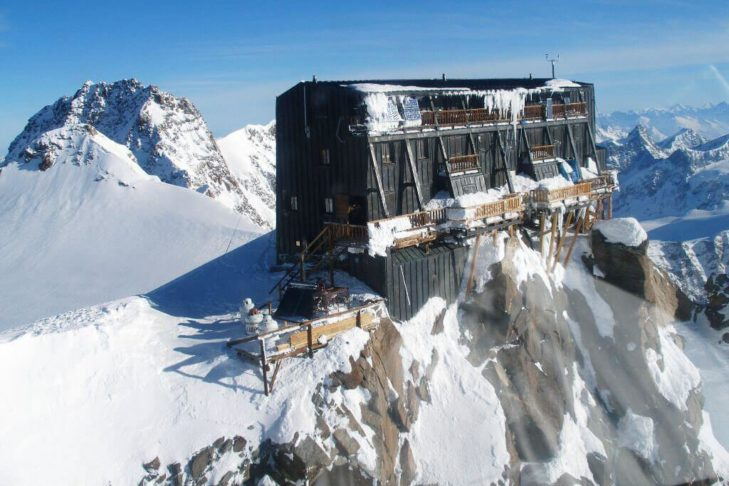 Hoch oben auf der Signalkuppe thront die Margherita Hütte.
