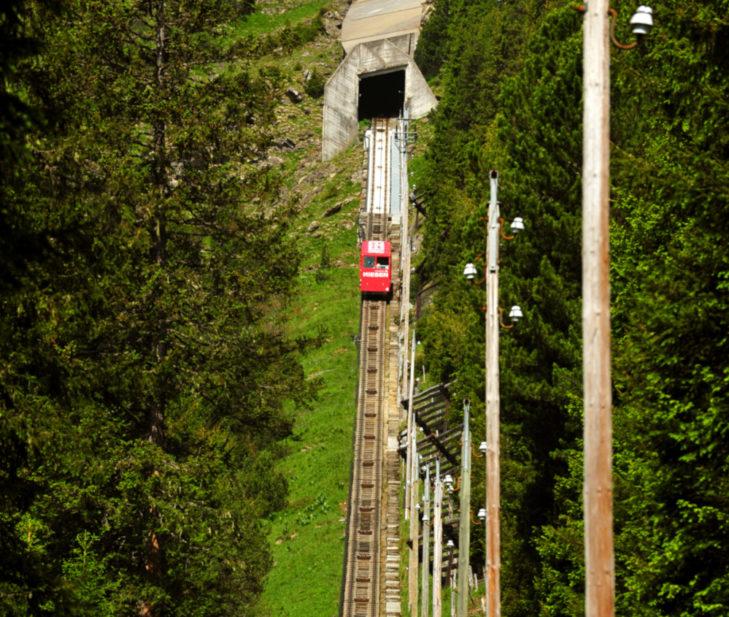 Beim Besteigen der Niesenbahn-Fluchttreppe ist Ausdauer gefragt.