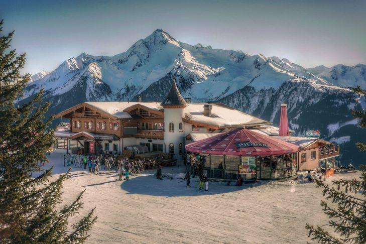 Die Pilzbar liegt mitten im Skigebiet Mayrhofen und ist der Place-To-Be für Après-Ski-Liebhaber.