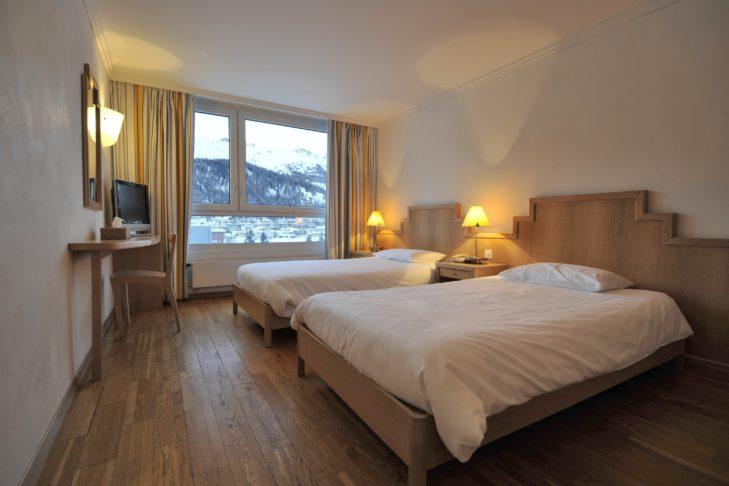 Komfortables Zimmer im Club Med Saint-Moritz Roi Soleil.