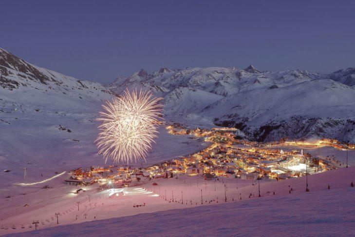 Besucher des Tomorrowland Winter erwartet eine magische Winteratmosphäre in Alpe d'Huez.