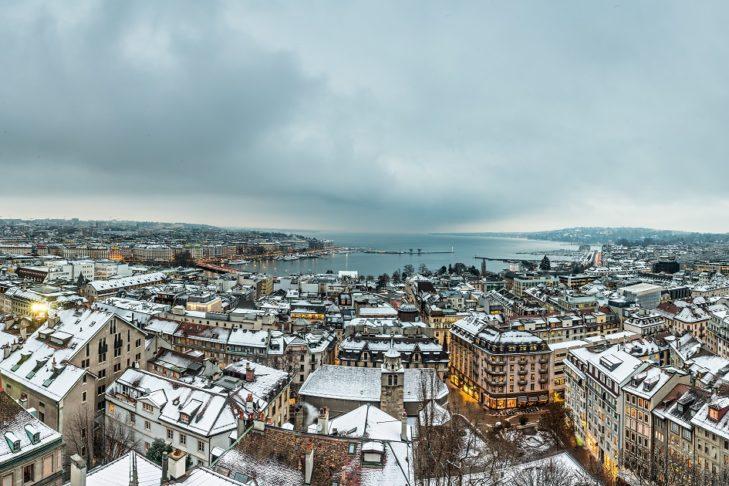 Ein traumhafter Ausblick von der Kathedrale St. Pierre über Genf und den Genfersee.