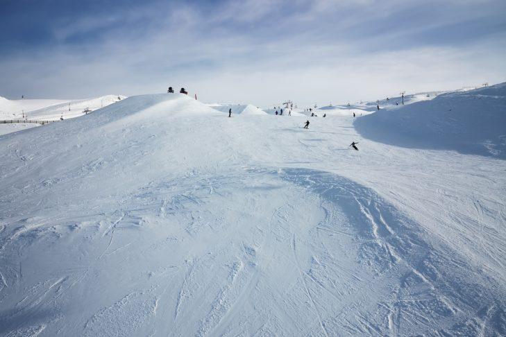 Breite weite Pisten im Cardrona Ski Resort.