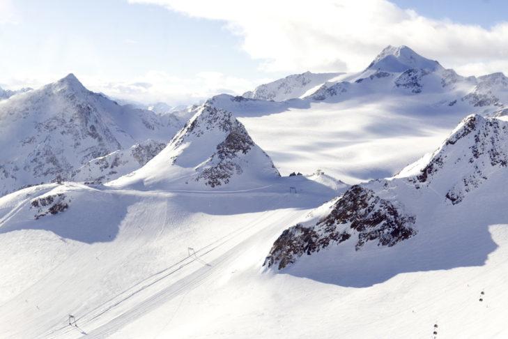 Retten- und Tiefenbachgletscher sind durch einen Skitunnel verbunden.