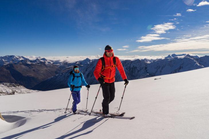 Skitourengeher benötigen spezielle Tourenski.