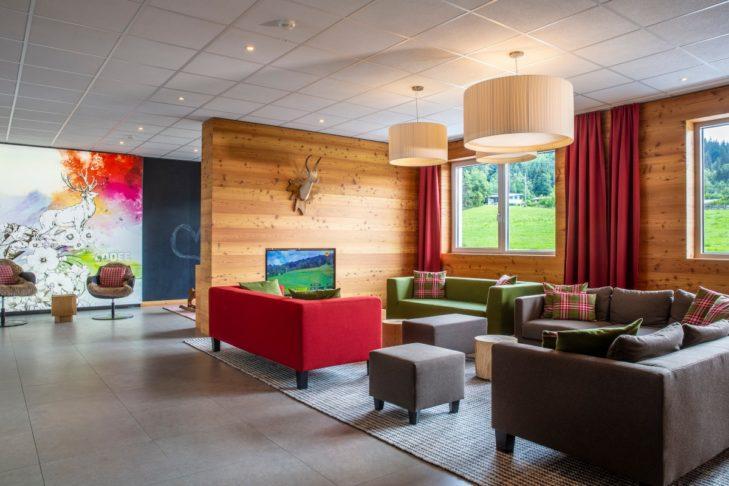 Die modern-gemütliche Lounge des Hotels.