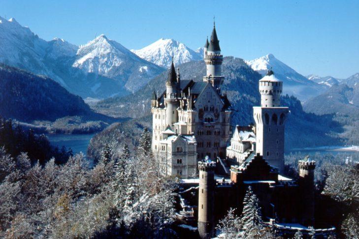 Das Schloss Neuschwanstein ist eines der beliebtesten Ziele beim Winterwandern im Allgäu.