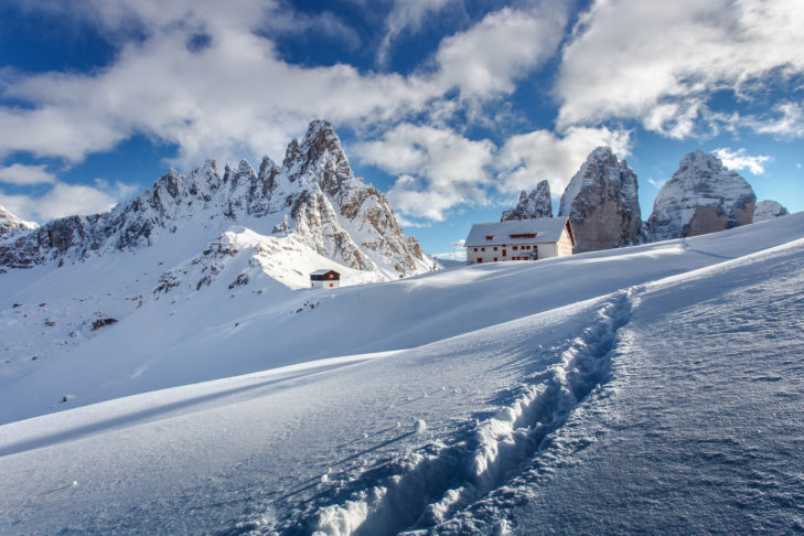 Die Dreizinnenhütte ist das perfekte Ziel, um den fantastischen Ausblick auf die Drei Zinnen zu genießen.