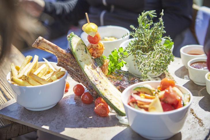 Die Alm bietet nicht nur Party, sondern auch richtig gutes Essen in toller Atmosphäre.