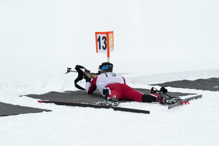 Beim Biathlon müssen die Athleten neben guter Kondition beim Langlaufen auch treffsicher sein.